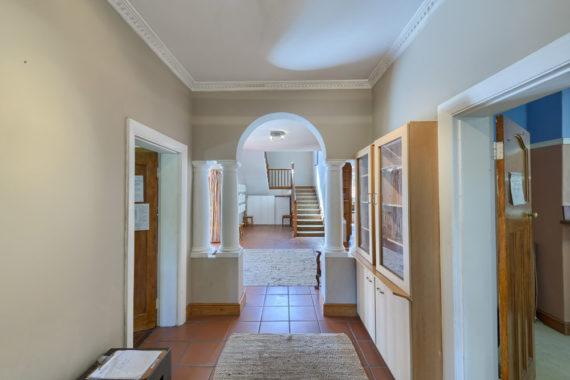 livinghouse-hallway