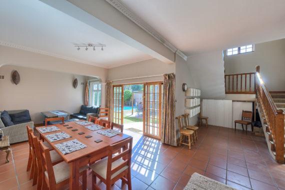 livinghouse-diningroom