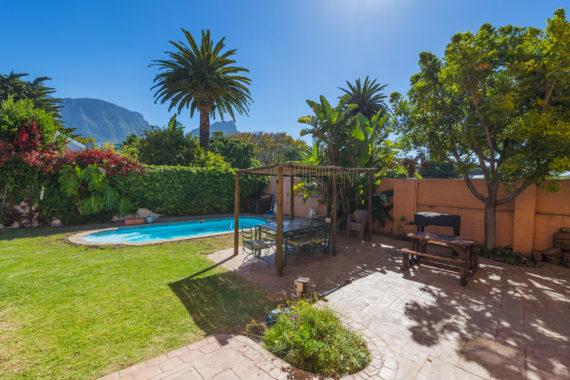 livinghouse-garden-view